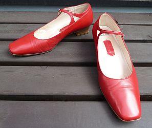 でも、いい加減ひも靴タイプには飽きてきたので、他の普通の靴も履いてみたいと思っていたところ、セミオーダーの靴を作ってくれる銀座かねまつ